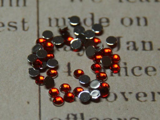 """30 strass rouge """"siam"""" 2mm"""